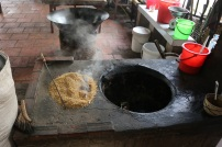Very interesting to us was that they use rice grain shells as fuel for the fire!